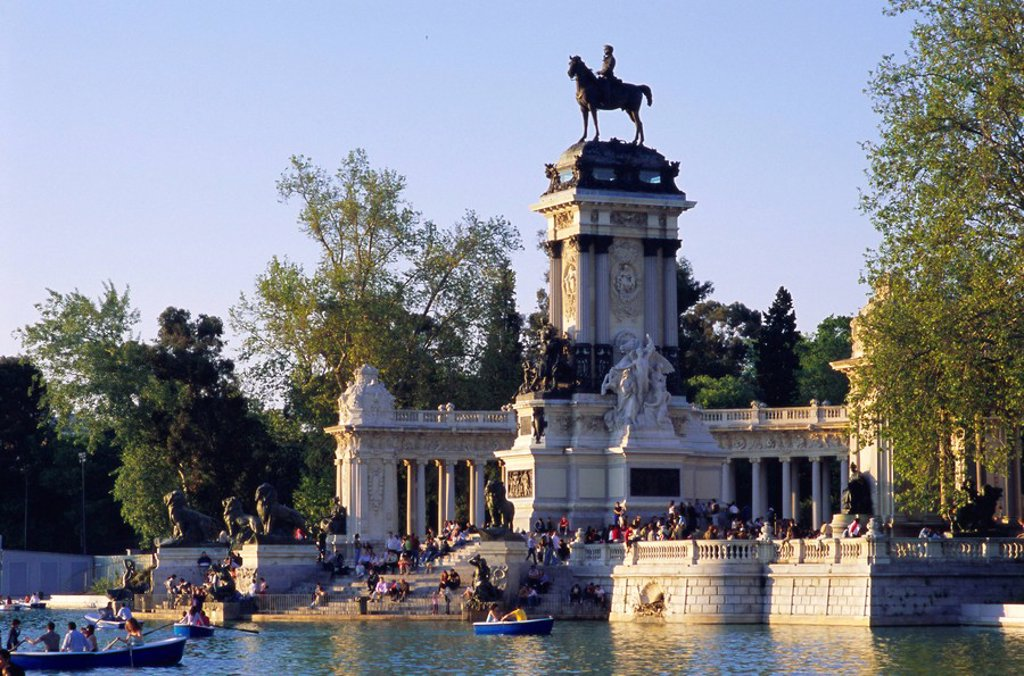 Lake and monument at park, Parque del Buen Retiro Parque del Retiro, Retiro, Madrid, Spain, Europe : Stock Photo