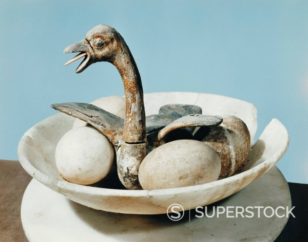 Lid of an alabaster jar decorated with a bird in a nest and eggs in a bowl, from the tomb of the pharaoh Tutankhamun, discovered in the Valley of the Kings, Thebes, Egypt, North Africa, Africa : Stock Photo