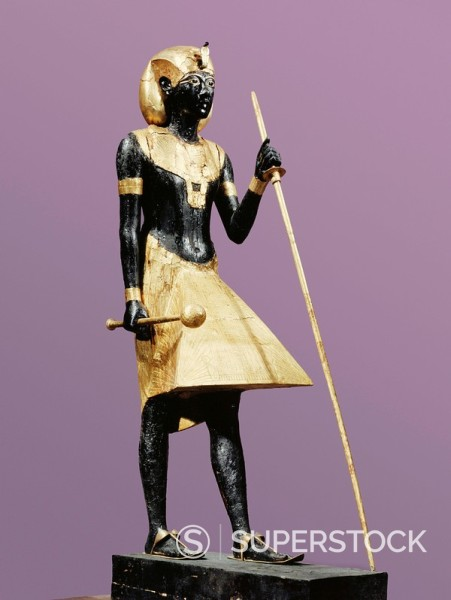 Life size statue of Tutankhamun made from black wood with applied gilded plaster, from the tomb of the pharaoh Tutankhamun, discovered in the Valley of the Kings, Thebes, Egypt, North Africa, Africa : Stock Photo