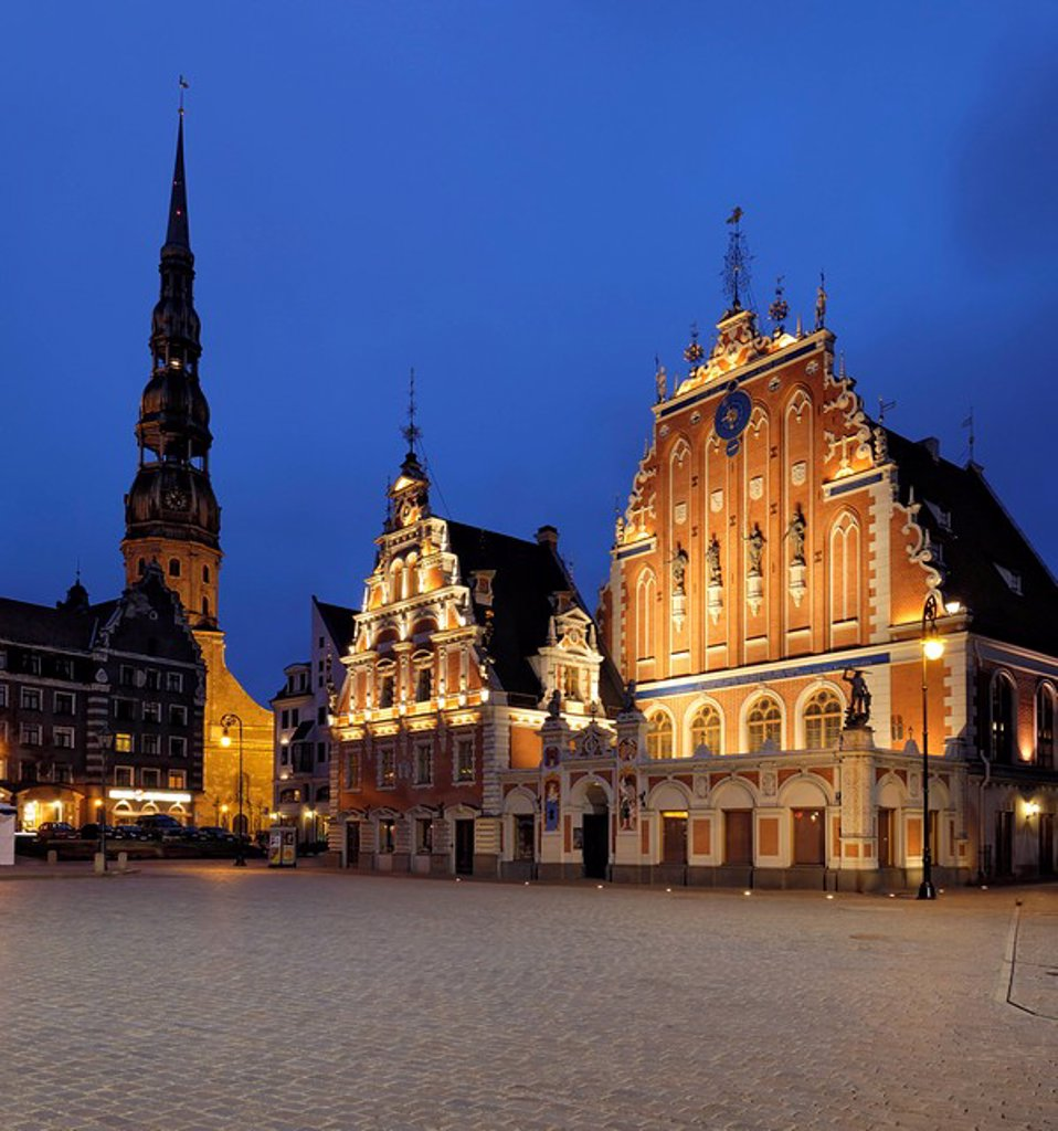 House of the Blackheads at night, Ratslaukums Town Hall Square, Riga, Latvia, Baltic States, Europe : Stock Photo