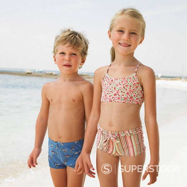Stock Photo: 1890-84570 Boy and girl 6_8 on beach