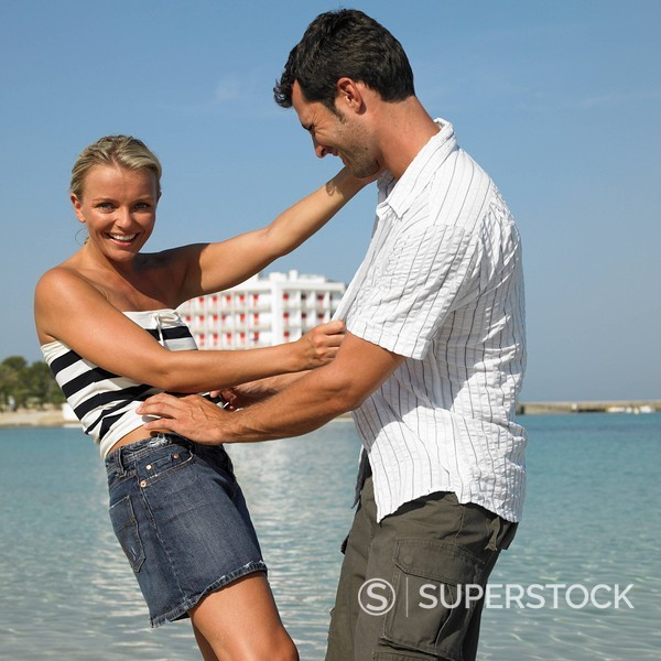 Stock Photo: 1890-84678 Couple on beach, smiling