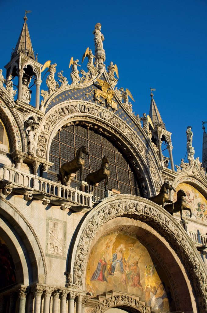 A close_up of the facade of the Basilica San Marco in St. Mark´s Square showing statues called the Horses of St. Mark, Venice, UNESCO World Heritage Site, Veneto, Italy, Europe : Stock Photo