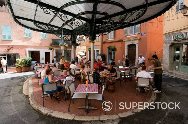 Outdoor caf in Place de la Poisonnerie, Grasse, Alpes_Maritimes, Provence, France, Europe : Stock Photo