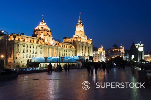 Stock Photo: 1890-91925 Historical colonial style buildings illuminated on The Bund, Shanghai, China, Asia