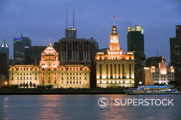 Stock Photo: 1890-91927 Historical colonial style buildings illuminated on The Bund, Shanghai, China, Asia