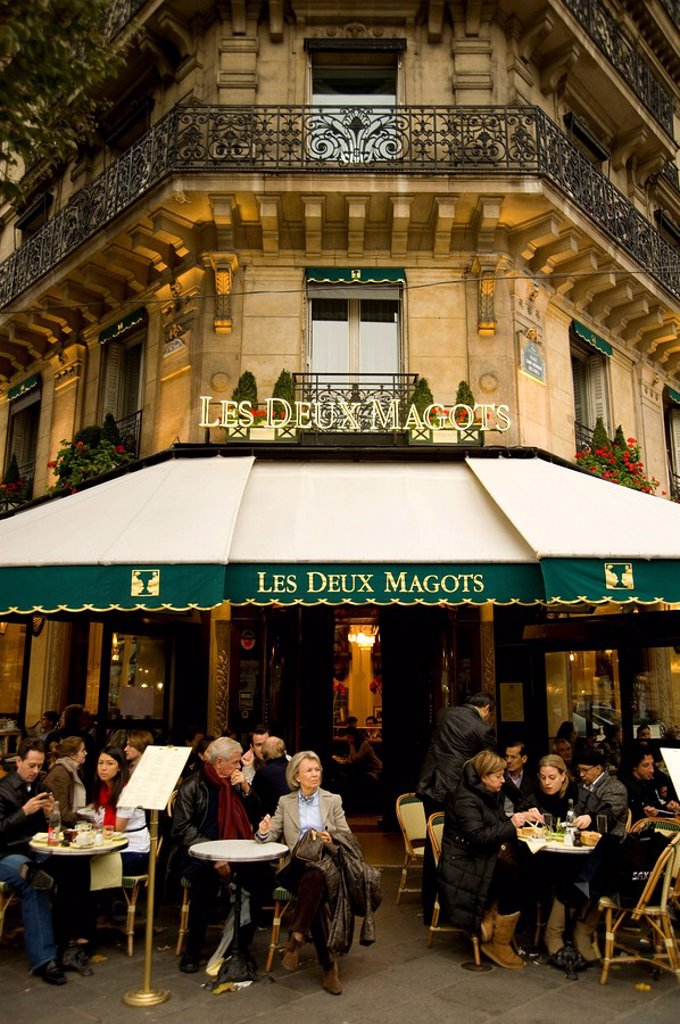 The famous cafe Les Deux Magots on the Boulevard St. Germain, Paris, France, Europe : Stock Photo
