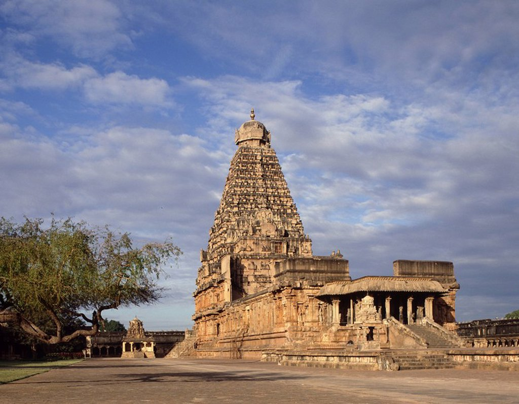 Brihadisvara temple, Chola dynasty temple completed in 1010 in the reign of Rajrajesvara, UNESCO World Heritage Site, Thanjavur, Tamil Nadu, India, Asia : Stock Photo