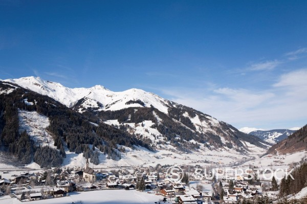Alpine ski resort in Austrian Alps with snow in Rauriser Sonnen Valley and on Sonniblick Mountains in winter, Rauris, Austria, Europe : Stock Photo