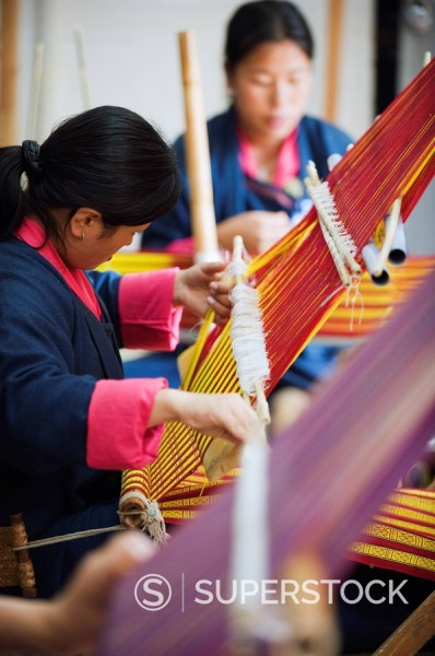 Stock Photo: 1890-97424 Weavers at the National Institute for Zorig Chusum Pedzoe, Painting School, Thimphu, Bhutan, Asia