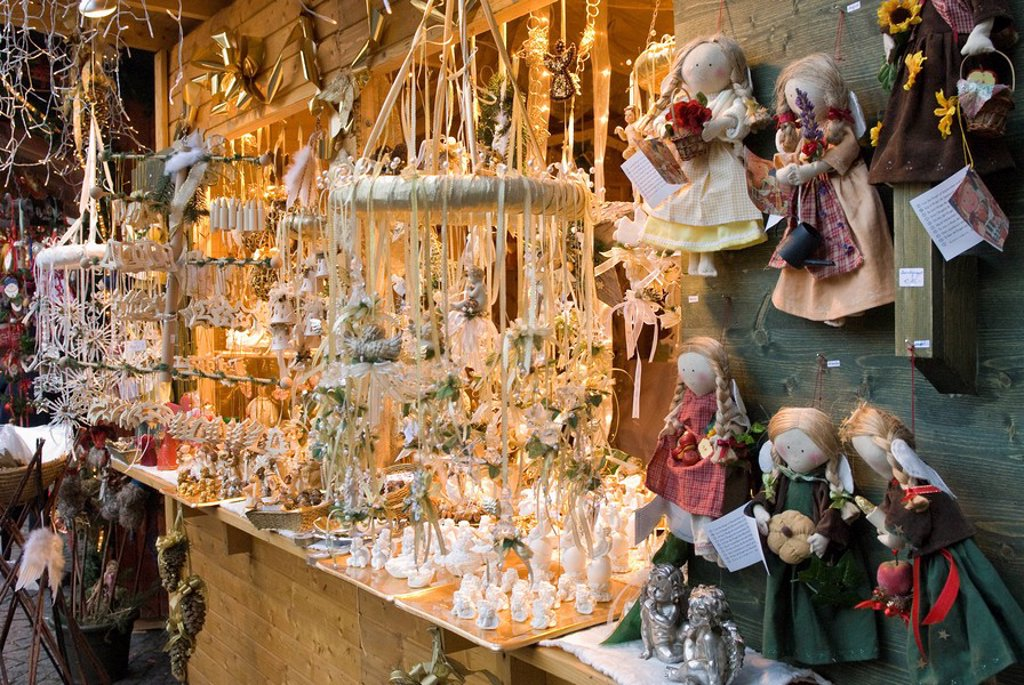 Stock Photo: 1890-97868 Christmas merchandise at stall of Christmas Stern Advent Markt, Salzburg, Austria, Europe