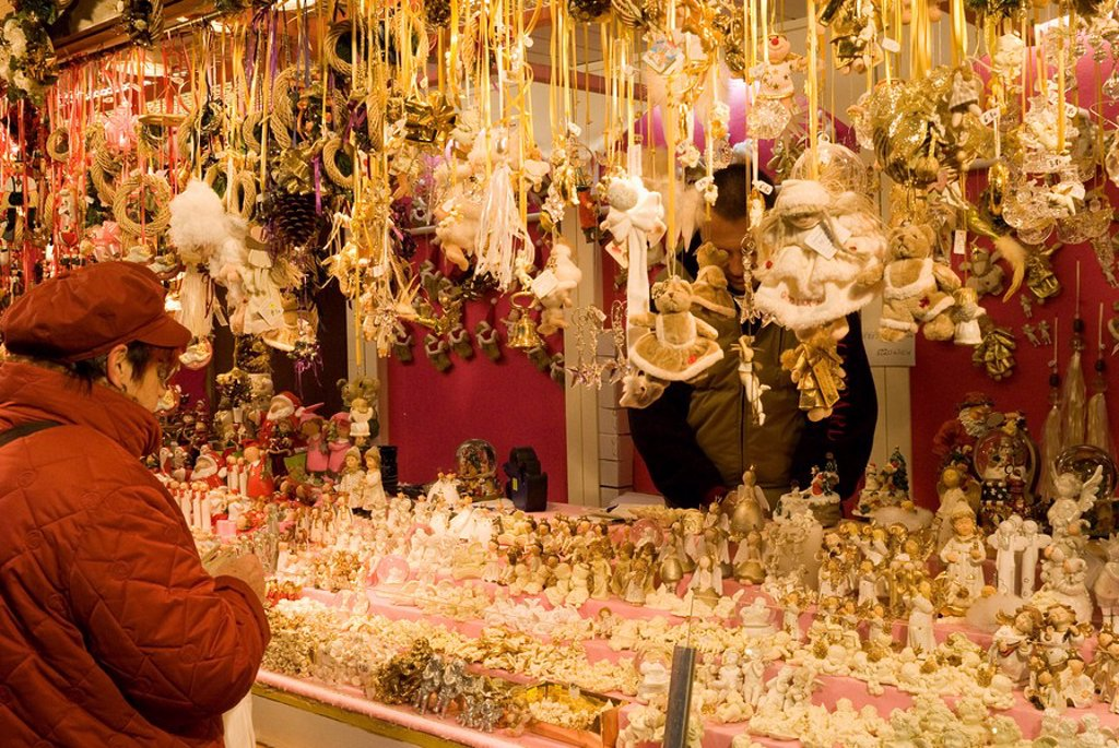 Woman looking at Christmas decorations at stall, Christkindlmarkt Christmas Market at Rathausplatz, Innere Stadt, Vienna, Austria, Europe : Stock Photo