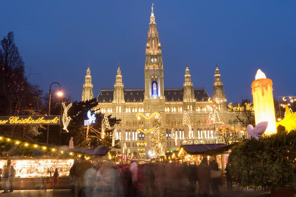 Christkindlmarkt Christmas Market and Rathaus Town Hall at Rathausplatz at twilight, Innere Stadt, Vienna, Austria, Europe : Stock Photo