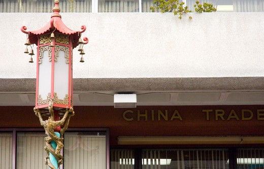 Stock Photo: 1893-332 Chinese lamppost in front of a building, Chinatown, San Francisco, California, USA