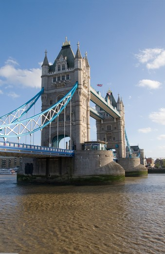 Stock Photo: 1893-778 UK, London, Tower Bridge on Thames River