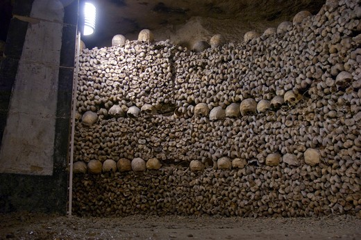 Human skulls lining the walls of the ancient Catacombs in Paris, Ile-de-France, France : Stock Photo