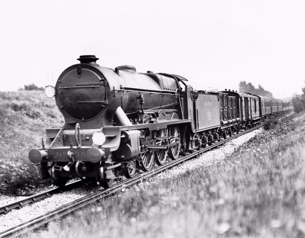 Stock Photo: 1895-12887 Southern Railway ´Lord Nelson´ passing Chislehurst bound for Victoria, c 1928.
