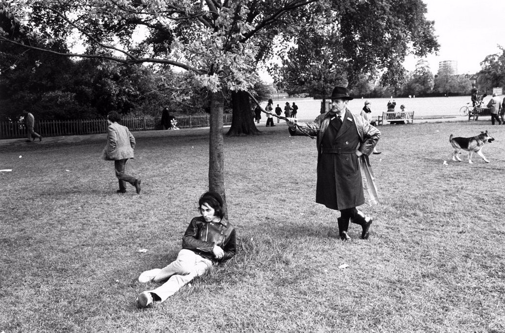 Stock Photo: 1895-13335 Young man leaning against a tree, Regent´s Park, London, 1969.
