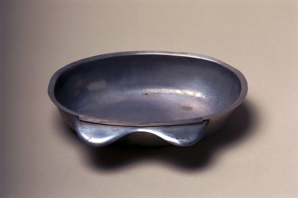 Stock Photo: 1895-13410 Barber's shaving bowl, French, c 1770-1870.