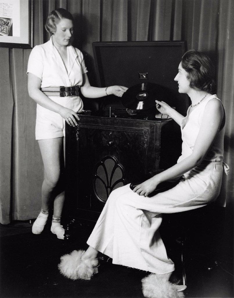 Stock Photo: 1895-13722 Women posing with the latest HMV gramophone, 31 January 1933.
