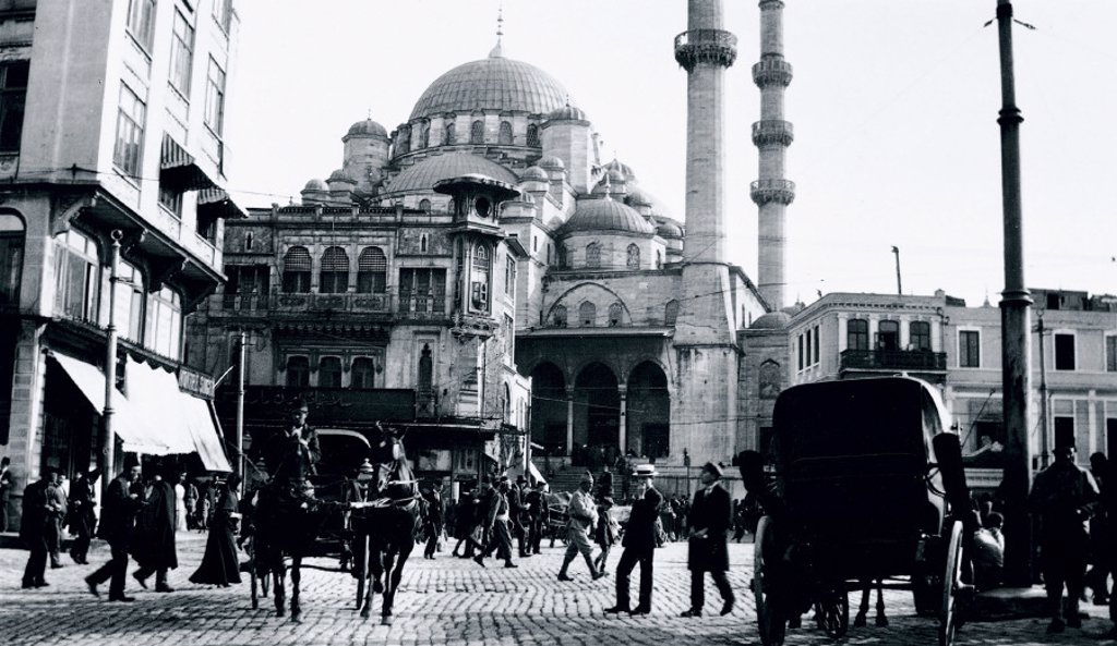 A mosque in Istanbul, Turkey, c 1910s. : Stock Photo