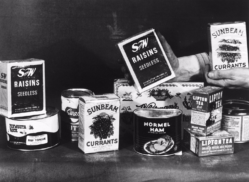 Stock Photo: 1895-15142 The contents of an American food parcel, 1 December 1946.
