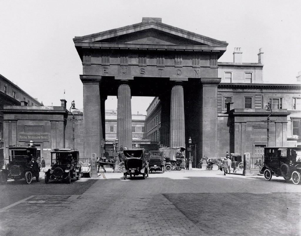 The Doric portico, Euston Station, London, 1919. : Stock Photo