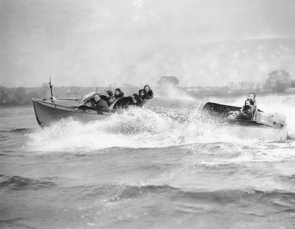 Amy Johnson in a new speedboat, ´Welsh Harp´, Hendon, 1 April 1931. : Stock Photo