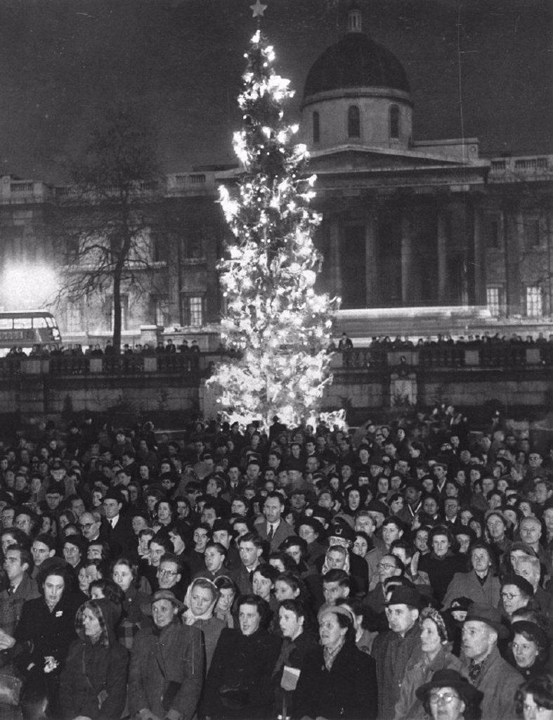 Carols in Trafalgar Square, London, 20 December 1950. : Stock Photo
