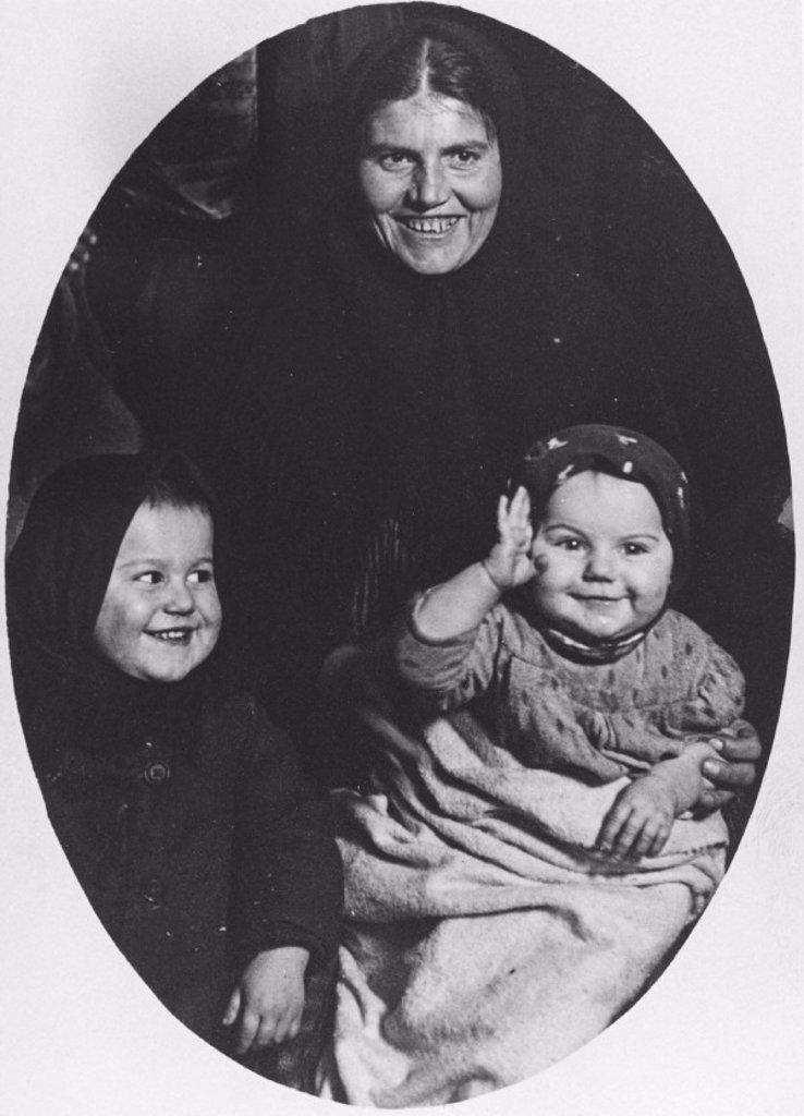 ´Faces of the Hopeful´, Ellis Island by Lewis Hine, 1910. : Stock Photo