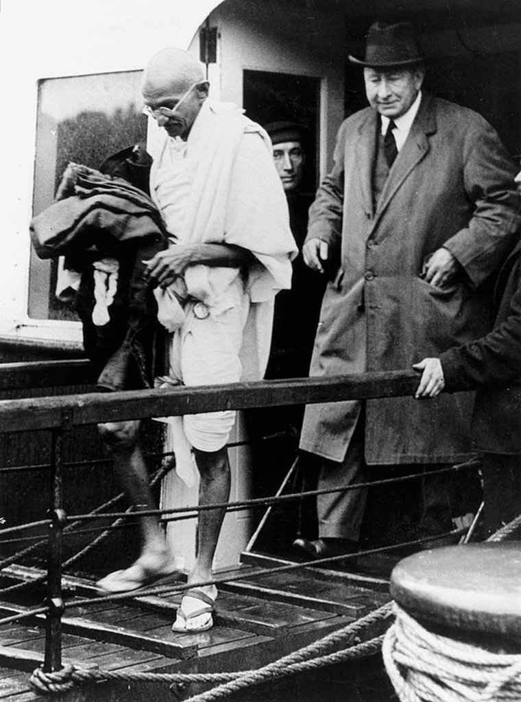 Mahatma Gandhi arriving at Folkestone, Kent, 1931 : Stock Photo