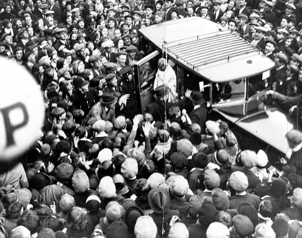 Stock Photo: 1895-19690 Mahatma Gandhi welcomed by a large crowd, England, 23 September 1931