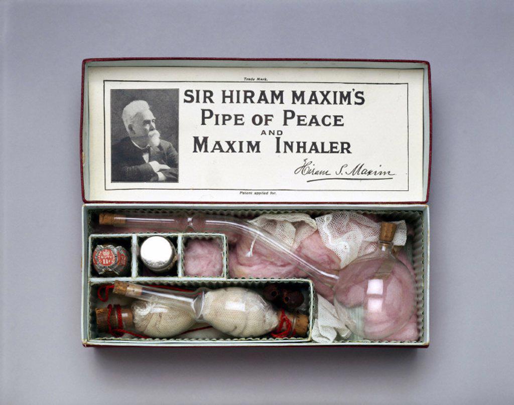 Stock Photo: 1895-19801 Sir Hiram Maxim´s ´Pipe of Peace´ bronchial inhaler, 1909-1910.