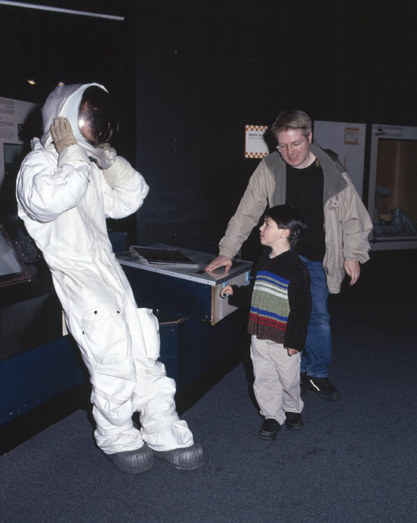 Actor dressed as an astronaut, Science Museum, London, 24 April 2001. : Stock Photo