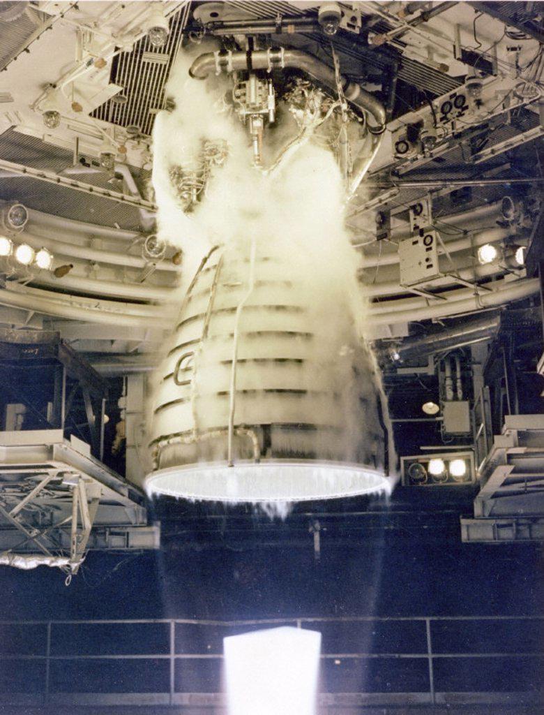 Space Shuttle Main Engine (SSME) test firing, USA, 1981. : Stock Photo