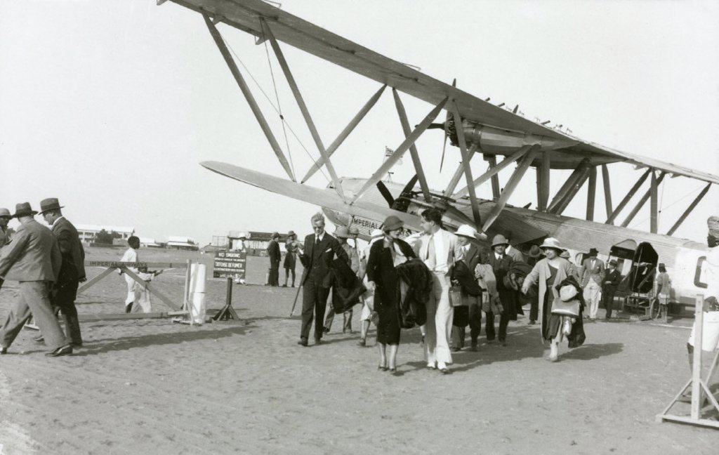 Disembarking passengers at Khartoum, Sudan, c 1930s. : Stock Photo
