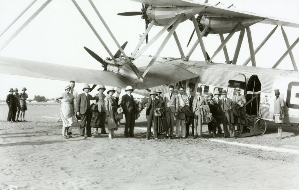 Stock Photo: 1895-24016 HP42 passengers embark at Khartoum, Sudan, 1931-1941.