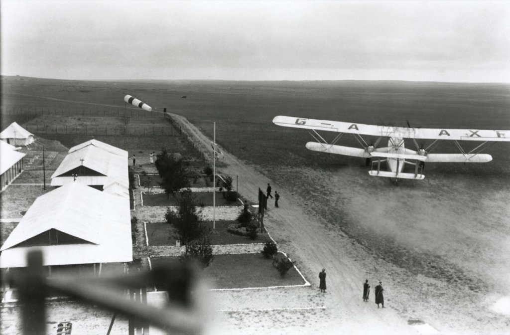 HP42 G-AAXF ´Helena´ departing from a remote airport, 1930s. : Stock Photo