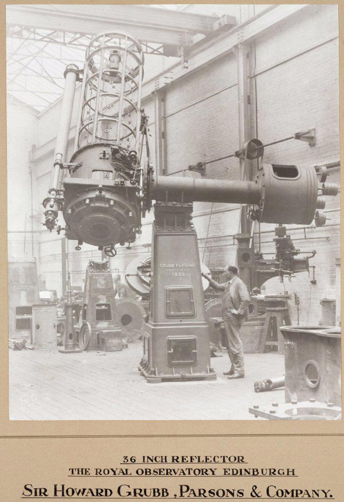 Cassegrain reflecting telescope, Newcastle upon Tyne, 1931. : Stock Photo