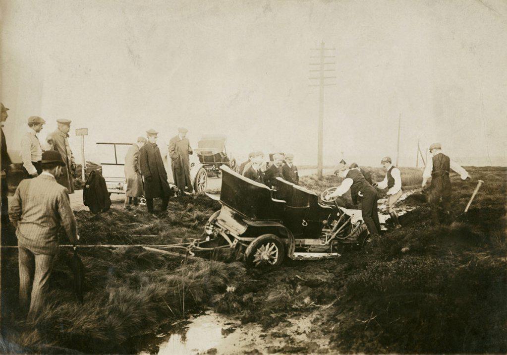 Accident, Manchester Automobile Club Hill Climb, 1912. : Stock Photo