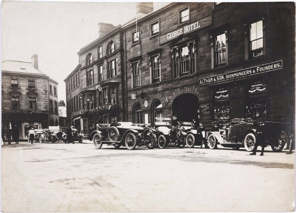 Motor cars parked outside a hotel, c 1912. : Stock Photo
