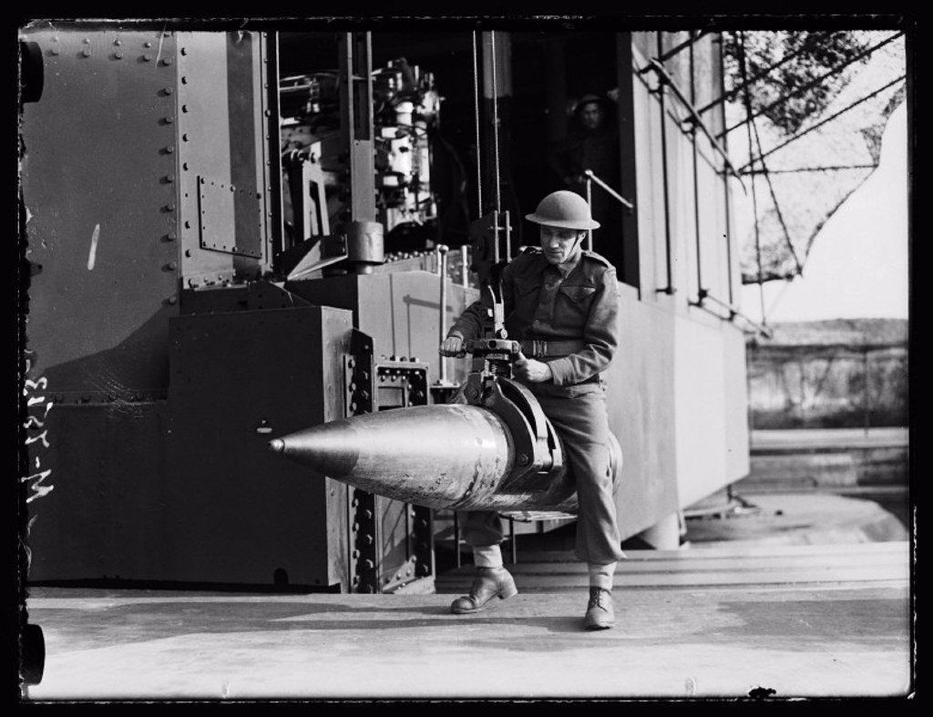 Stock Photo: 1895-31293 Coastal defence gunner, 1944