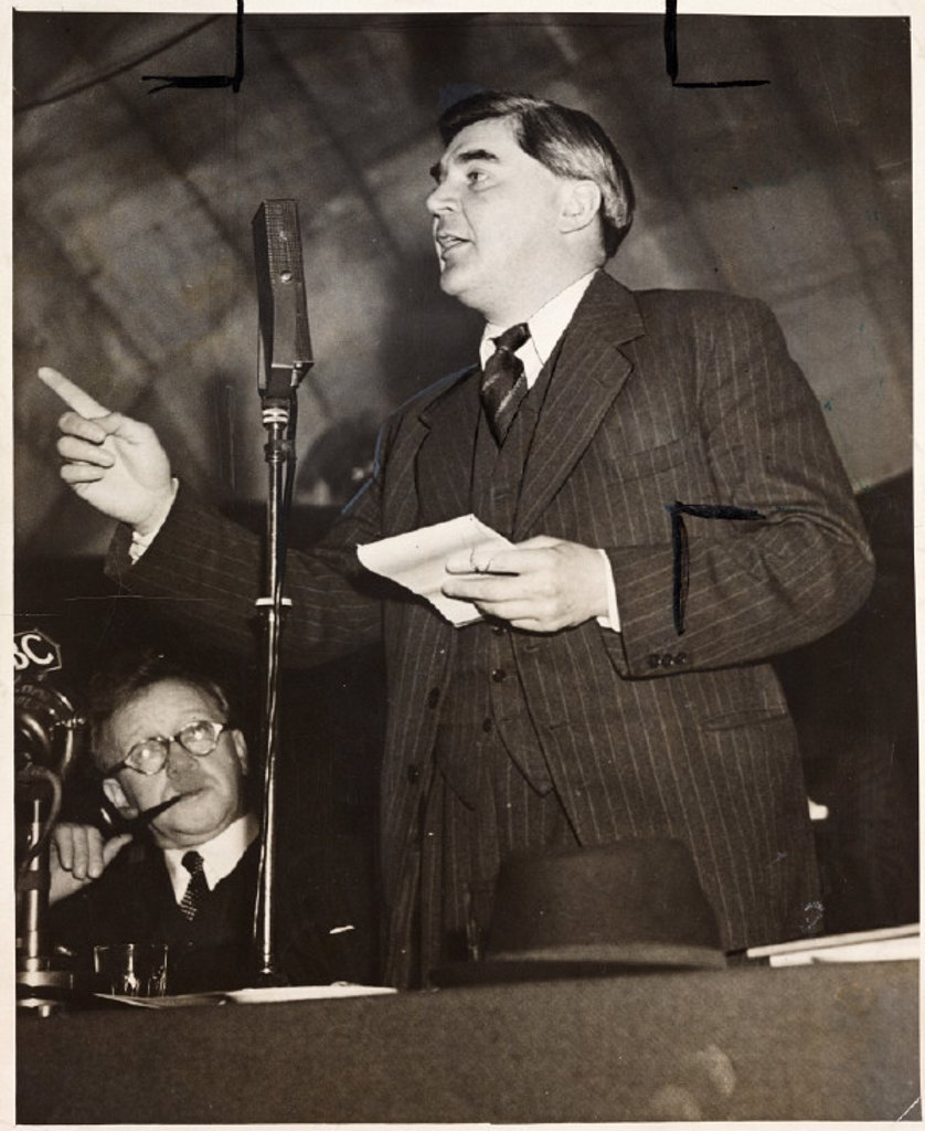Aneurin Bevan giving an address, c 1940s. : Stock Photo