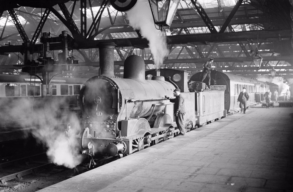Stock Photo: 1895-39047 Passenger train at Shrewsbury station, 1948
