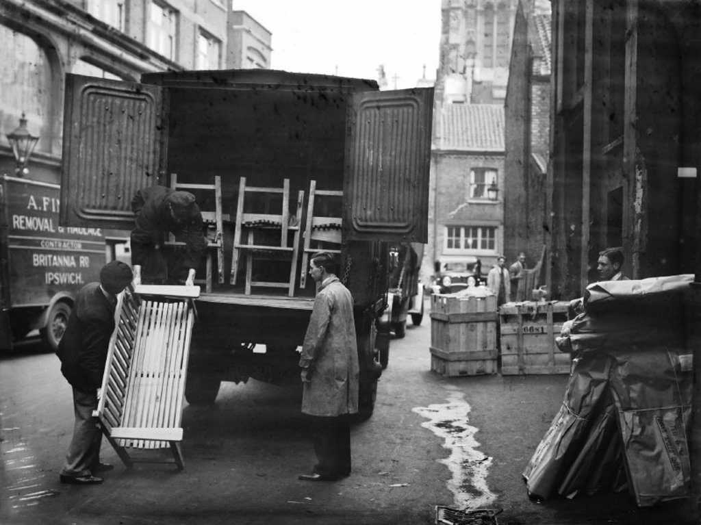 Stock Photo: 1895-39093 Furniture removal, 1933.