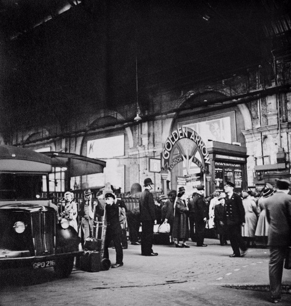 Stock Photo: 1895-39942 Victoria station, c 1935