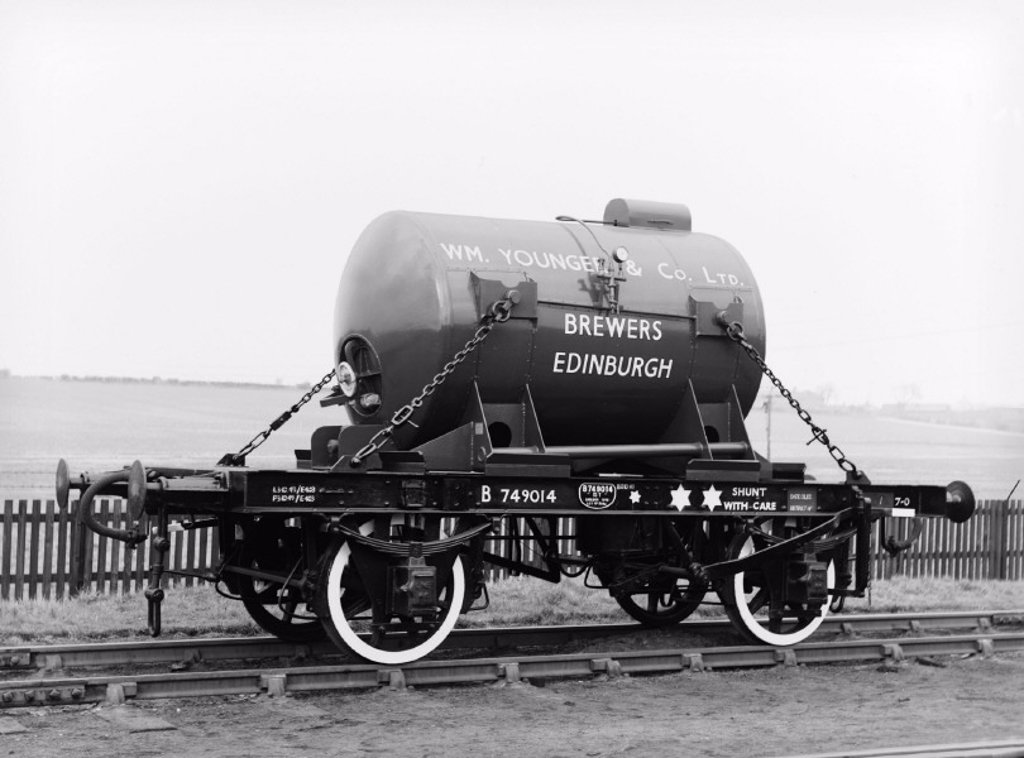 Stock Photo: 1895-39951 Brewery wagon, c 1952
