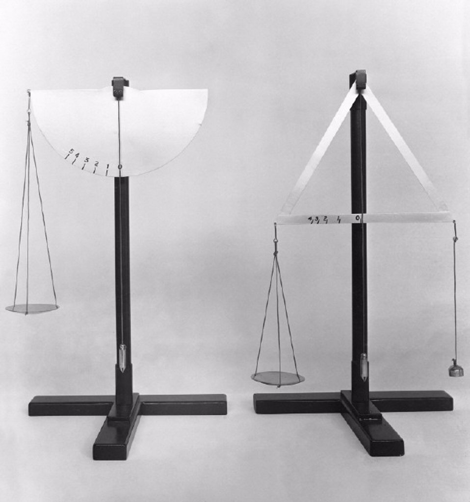 Two models of self-indicating balances designed by Da Vinci, 1452-1519. : Stock Photo