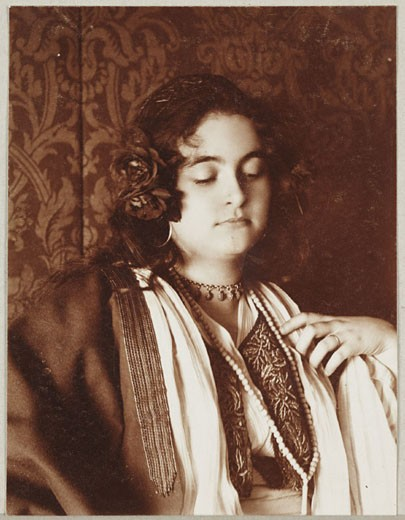 Stock Photo: 1895-40801 'Girl, Half Length', c 1905.
