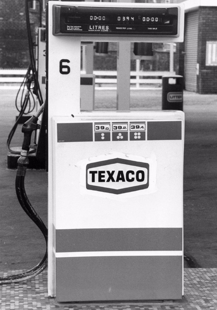 Texaco petrol pump, 1985. : Stock Photo